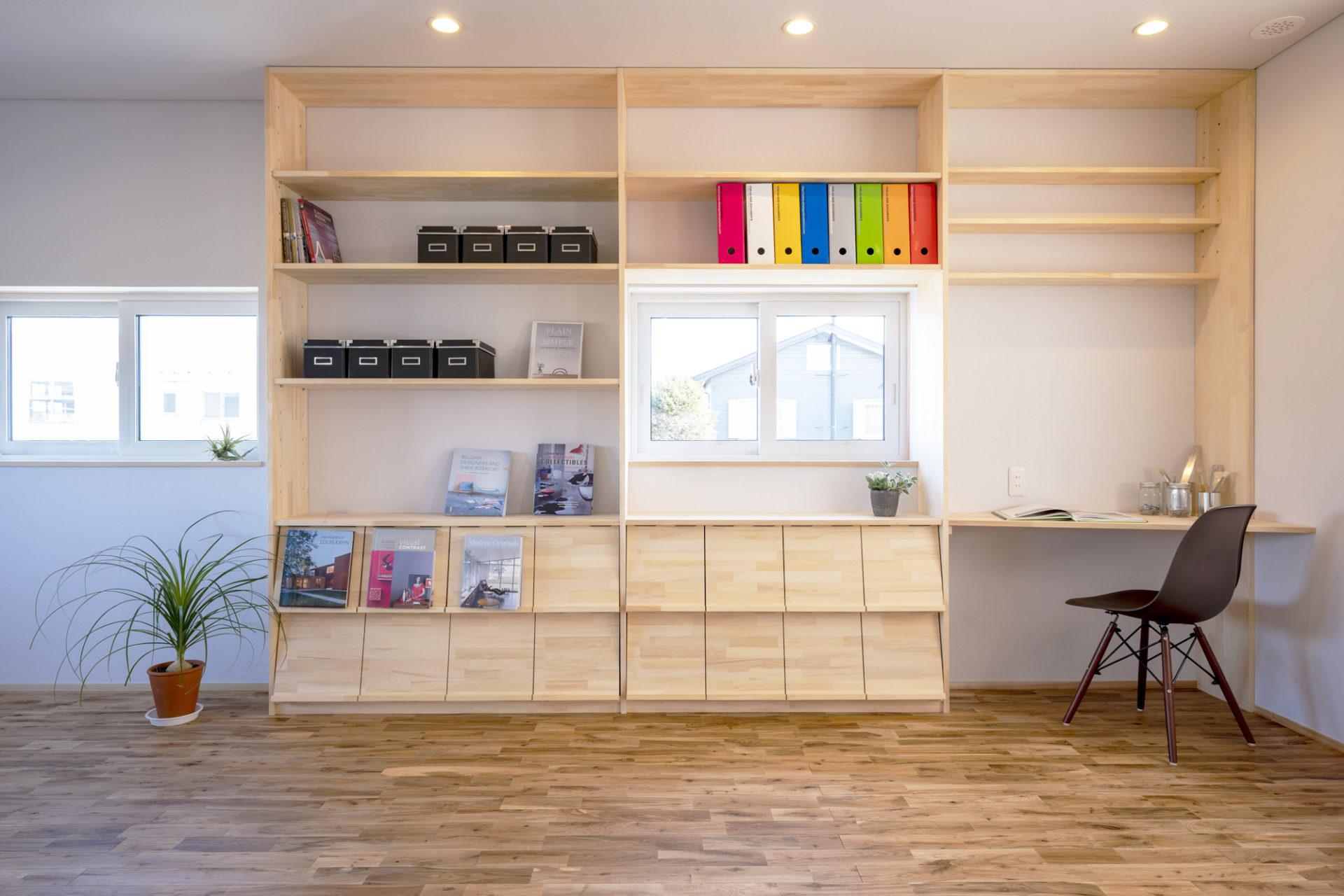 3.シンプルな造作棚は楽しみが広がる