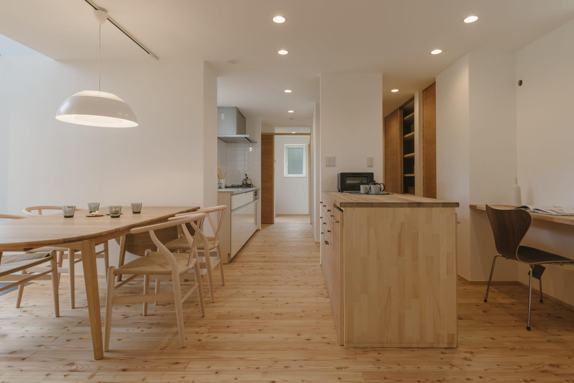 1.キッチンの近くにワークスペースがあると、時間を有効活用できる
