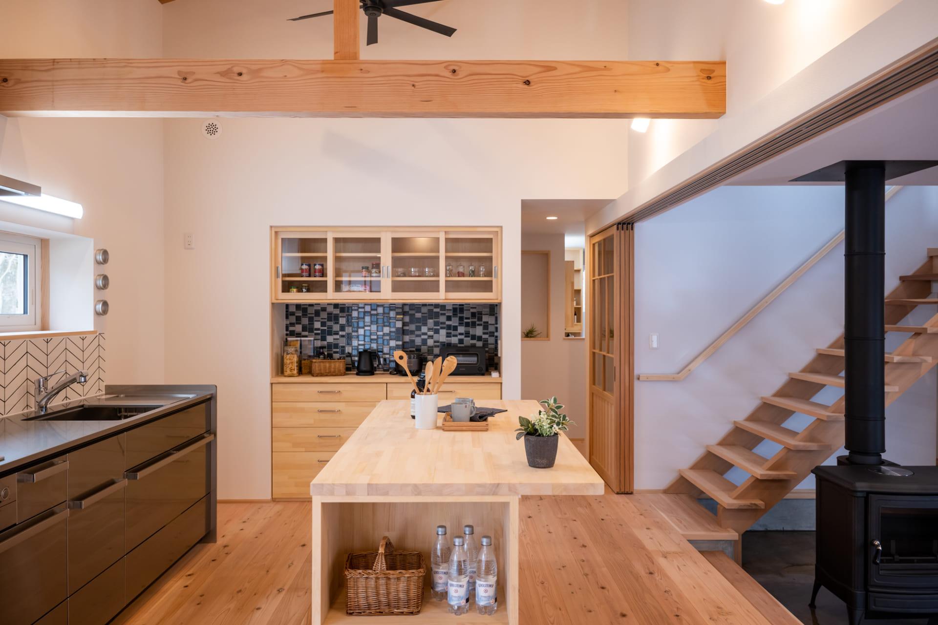 3.広々とした空間で料理を楽しめるカウンターキッチン