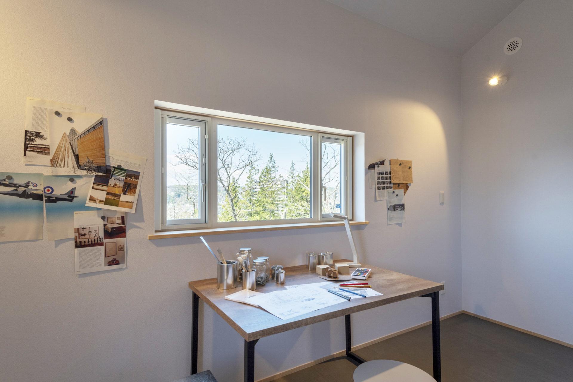 借景の見える窓のある書斎