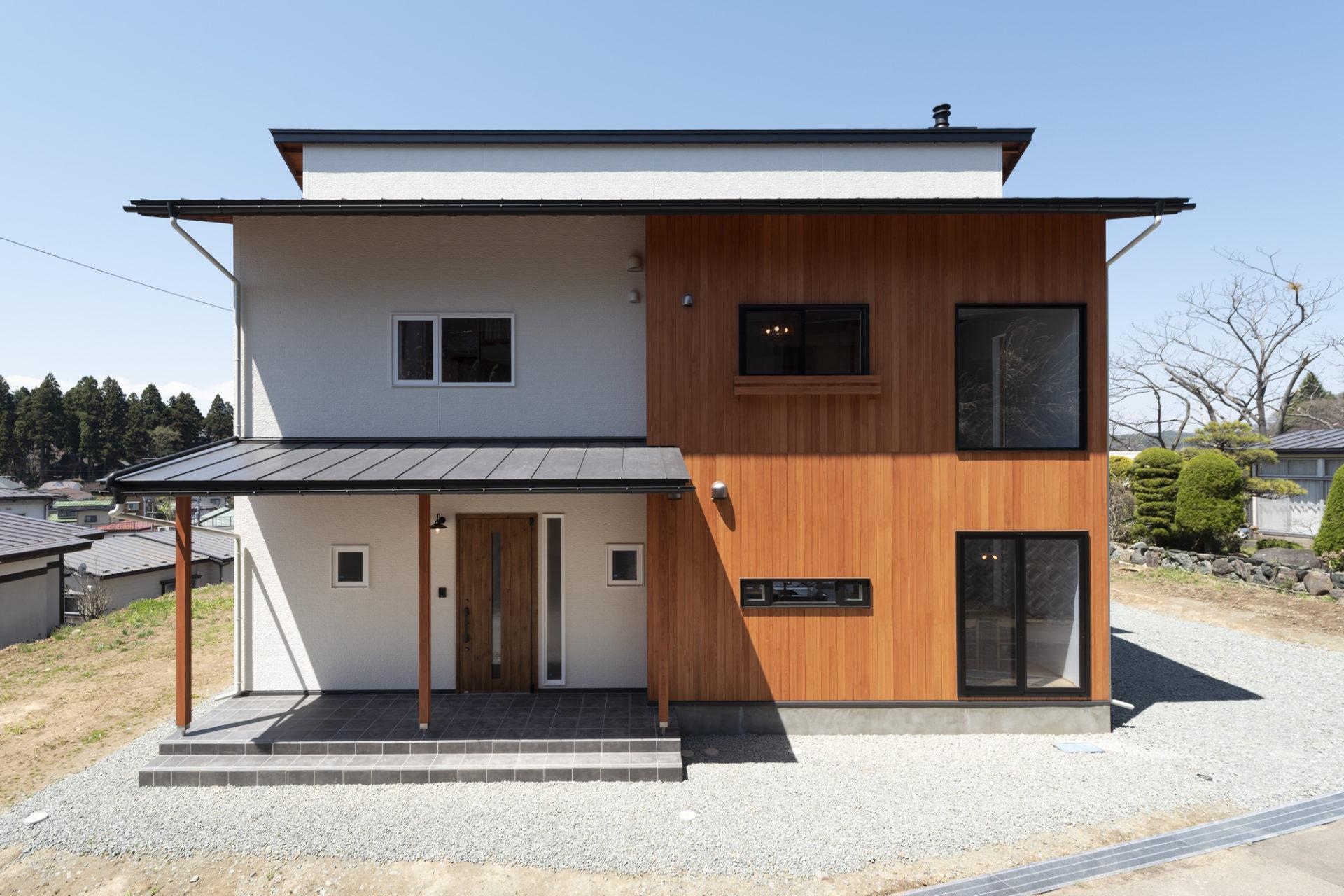 玄関土間のあるおしゃれな外観の家